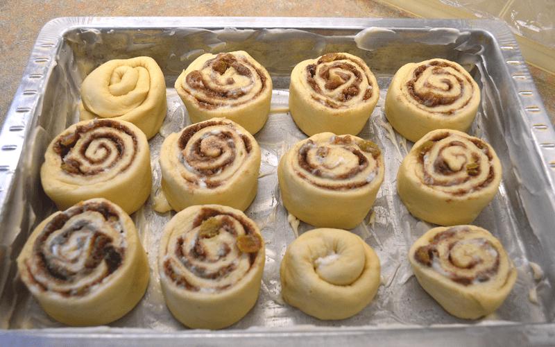 grannie geek, gooey cinnamon raisin rolls, cut