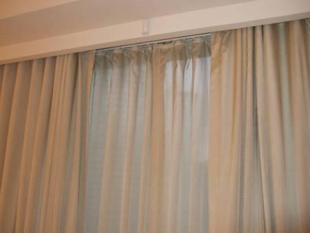 Manual light curtain, metal rod