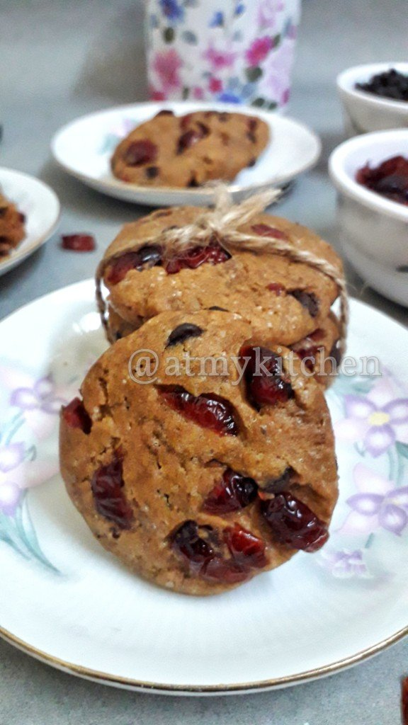 Vegan Cranberry Chocolate Chips Cookies / Whole Wheat Cranberry Cookies / Eggless Cranberry Chocolate Chips Cookies