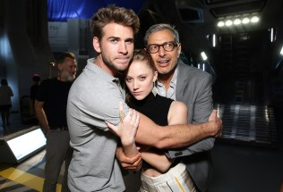 """EXCLUSIVE - Liam Hemsworth, Maika Monroe and Jeff Goldblum seen at the """"Independence Day Resurgence"""" Global Production Event on Monday, June 22, 2015, in Albuquerque, New Mexico. (Photo by Eric Charbonneau/Invision for Twentieth Century Fox/AP Images)"""