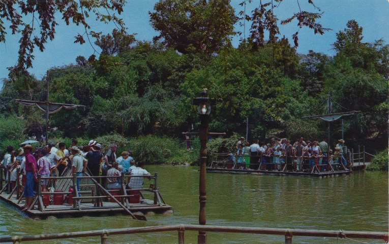 Little rafts take guests to and from Tom Sawyer's Island.