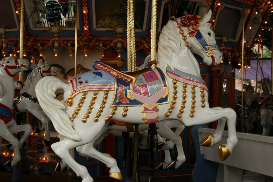 Jingles-Disneyland-Carrousel