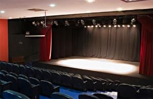 Imagem do palco do Teatro União Cultural em São Paulo
