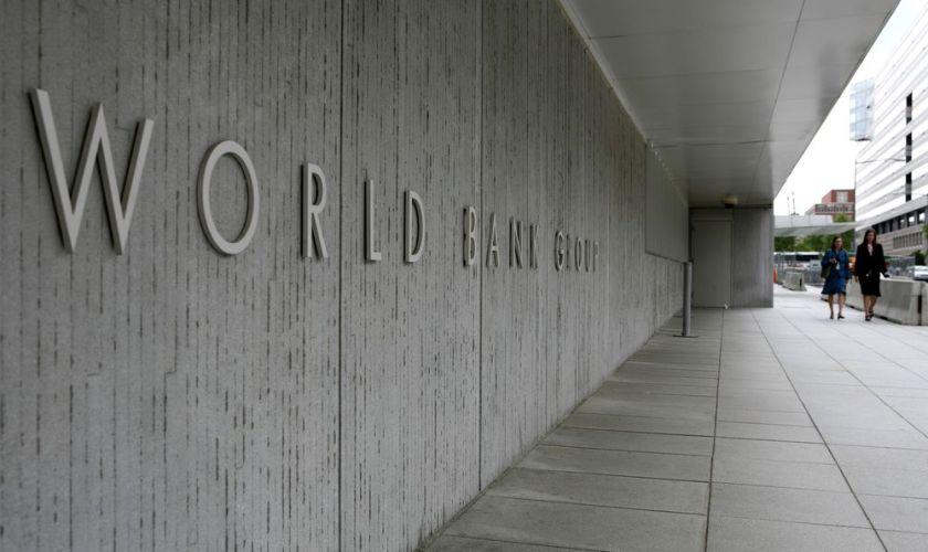 World bank urges Fed to wait on rates