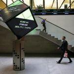 Bearish commodities pull UK top Flight stocks down