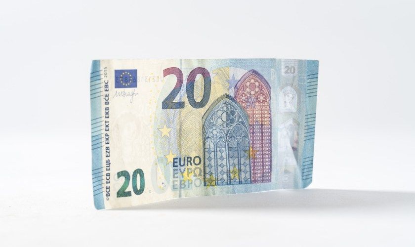 EURUSD analysis: Euro price attempts recovery