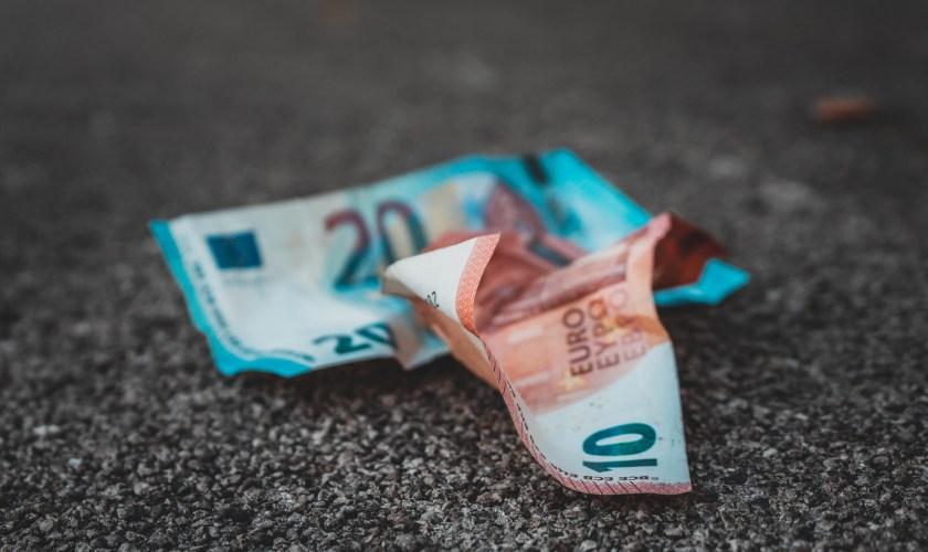 EURUSD analysis: Euro weakens against US dollar