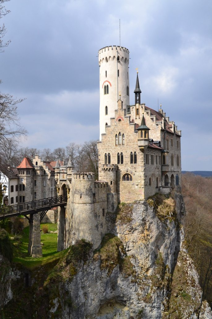 castle on cliff atozmomm.com
