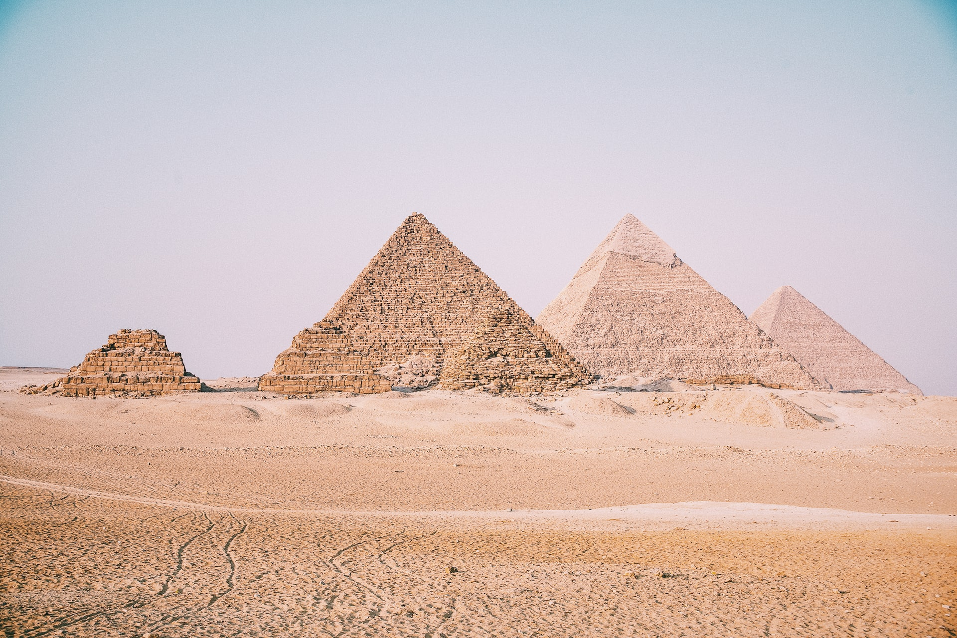 picture of Great Pyramids in Egypt www.atozmomm.com