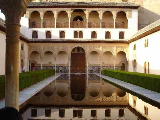 The courtyard of the Palacio de Comares.