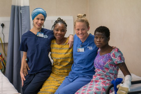 Mercy Ships Nurse Ivanna Figueroa with children
