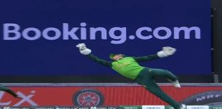De Kock Takes A Stunner To Dismiss Virat Kohli