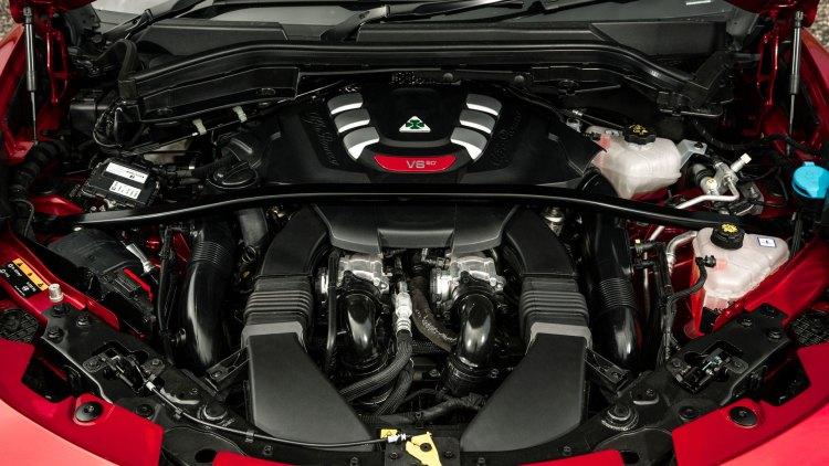 Alfa Romeo Stelvio Quadrifoglio engine bay (2.9-litre biturbo V6)