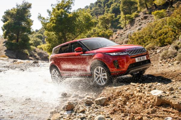 Range Rover Evoque (2019) review going through a stream