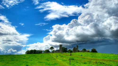 View of the Hill of Slane by Michael Osmenda (via Creative Commons license /Flickr)