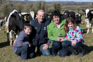 Lorna Sixsmith and her family. (Photo credit:  Dylan Vaughan Photography/Farming Examiner)