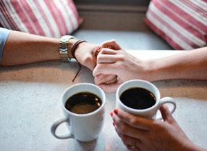 家族とコーヒーの写真