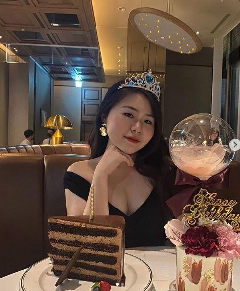 「張君雅」22歲變辣妹!深V露肩洋裝炸出「白嫩北半球」 | 娛樂星聞 | 三立新聞網 SETN.COM