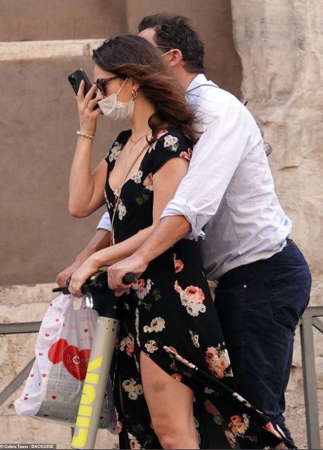 [新聞] 美國隊長出局!莉莉詹姆斯熱吻大19歲人夫 - 看板 Gossiping - 批踢踢實業坊
