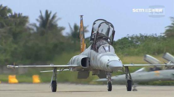 一个人/你不敢再飞F-5E战斗机! 空军家庭成员爆炸:3名学术官员被要求退出培训政治| 三里新闻网SETN.COM