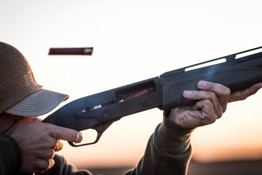 savage arms renegauge shotgun semiauto shotgun 12 gauge 4.jpg
