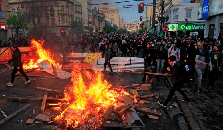 صورة لبنان، هايتي، شيلي، الإكوادور، الجزائر، هونغ كونغ، العراق وكاطالونيا: إنها تندلع في كل مكان