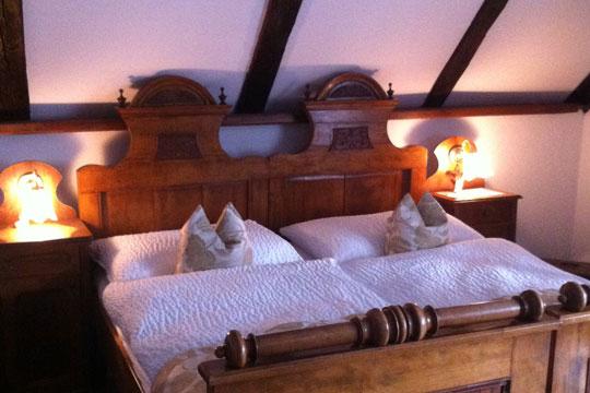 Komfortable Gästezimmer der Hotel-Pension Bachtaverne in Weyregg