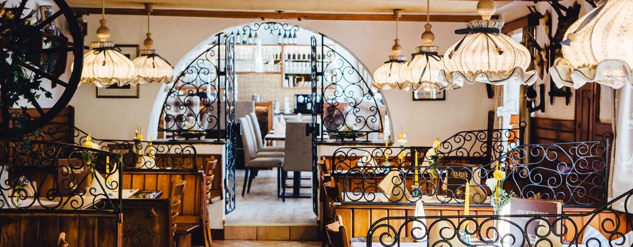 Restaurant-Bachtaverne-am-Attersee-Gaststube