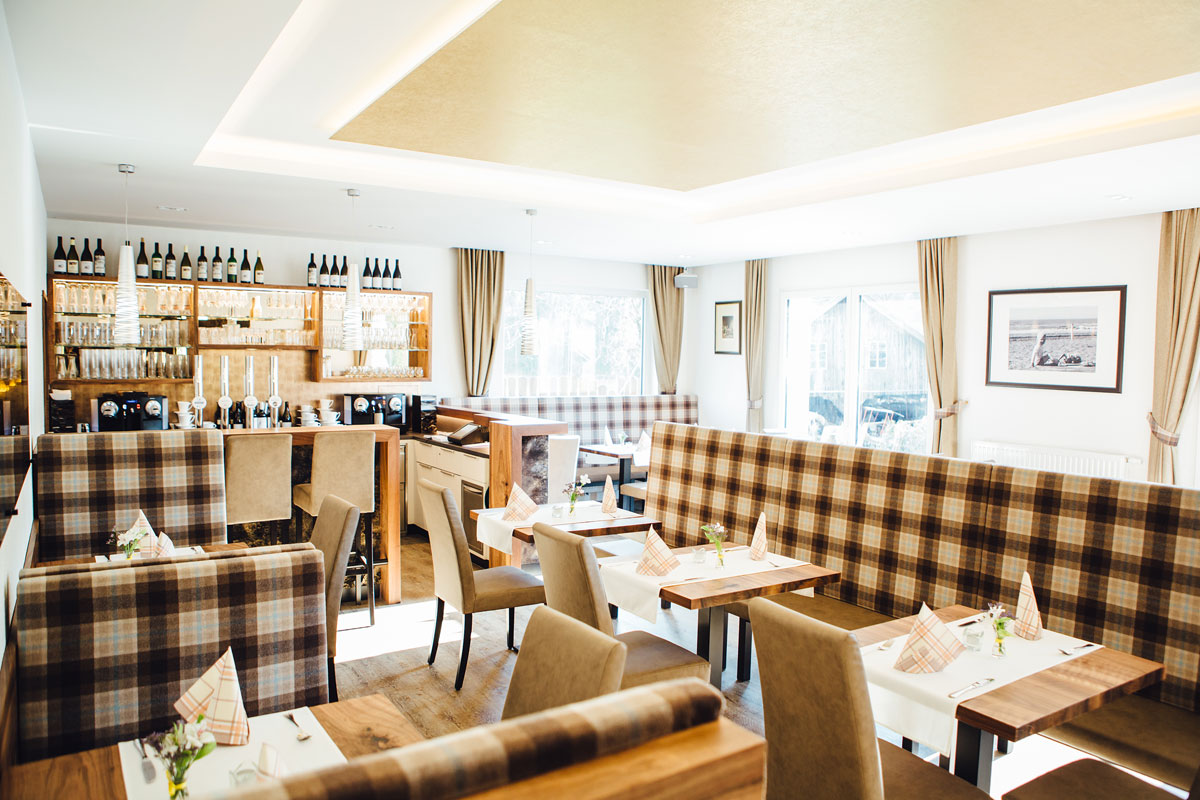 Restaurant-Pension-Bachtaverne-am-Attersee: Lounge-Bereich