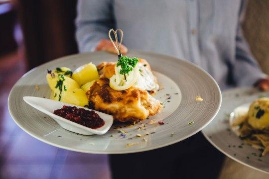 Restaurant-Bachtaverne-Attersee-2018-Schnitzel