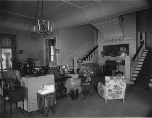 When Philip K. Wrigley purchased Hillcroft, the house still featured one of the few architectural elements from the original Henry Lord Gay design – the double stairway in the living room.