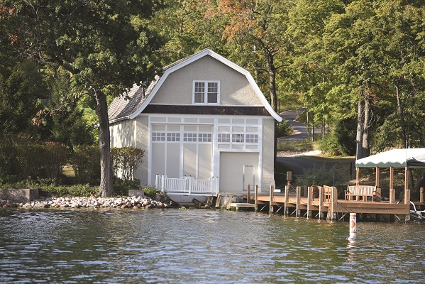 Although little remains of the 1880s north shore estate called Green Gables, this boathouse reflects the estate's original architecture.