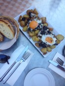 Huevos rotos con morcilla - potatoes, eggs and pig's blood!