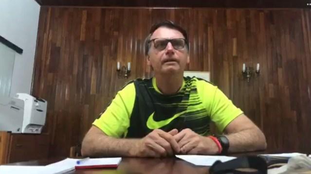 Bolsonaro comenta polêmicas envolvendo o filho