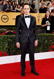 Jim Parsons looking great at the SAG awards. Notice how a well-fitting suit makes a man with a thin frame look great!