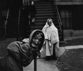 a-history-of-costumes-vintage-halloween-photo-l-0igfry