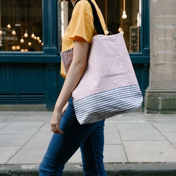 love print shoulder bag