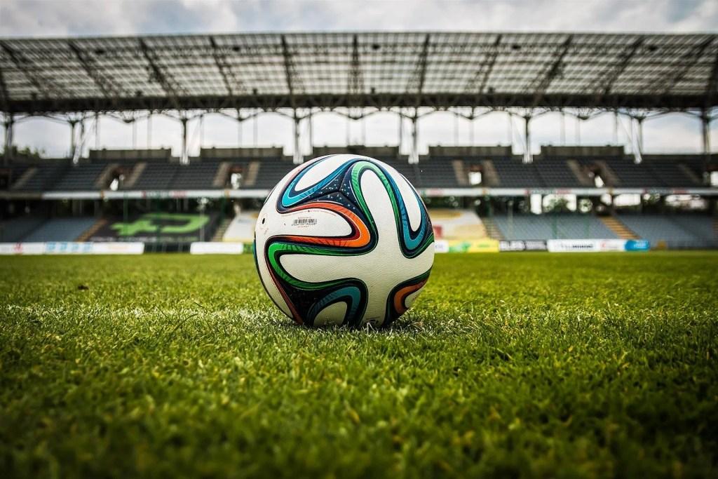 campo di calcio pallone