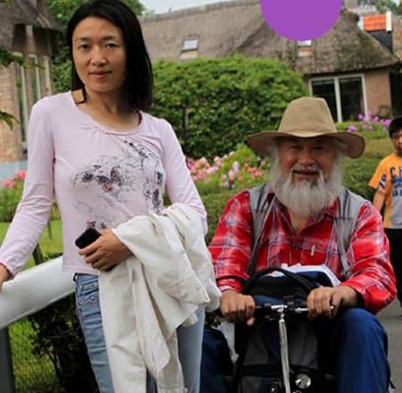 eFOLDi Founders, Sumi Wang and her father Jianmin Wang image