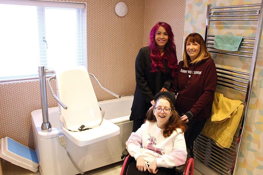 Abacus donates bath to DIY-SOS image