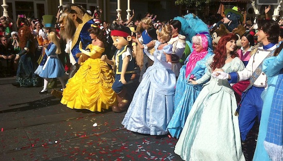 Don't forget to watch the 29th annual 'Disney Parks Christmas Day Parade' - Attractions Magazine