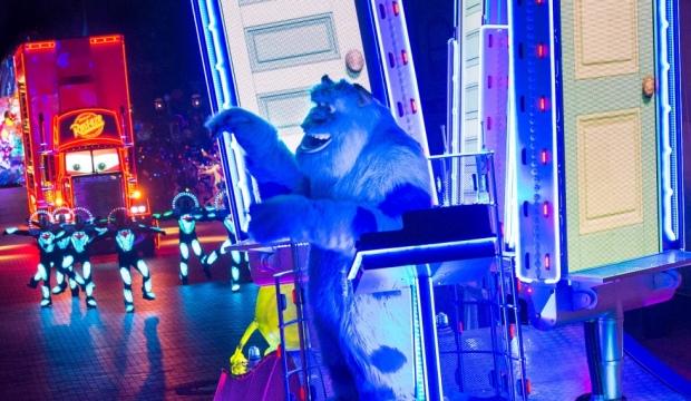 paint the night parade disneyland