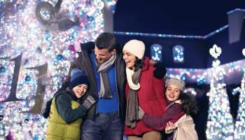 Williamsburg Christmas 2019.Busch Gardens Williamsburg S Christmas Town Returns For 2019