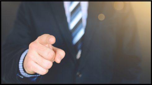 photography of a person pointing on something 684387 2 1024x572 - Cosa fare quando sei chiuso in casa?