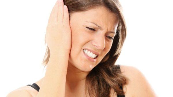 Звон в ушах: причины и лечение