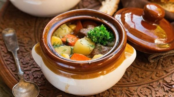 Жаркое в горшочках с мясом – 7 вкусных рецептов приготовления