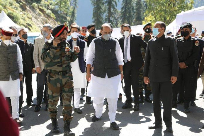राजनाथ सिंह ने उद्घाटन समारोह की तैयारियों की समीक्षा के लिए अटल सुरंग का दौरा किया
