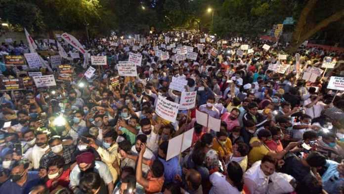 दिल्ली पुलिस ने जंतर-मंतर पर कानूनों का उल्लंघन करने वाले प्रदर्शनकारियों के खिलाफ मामला दर्ज किया