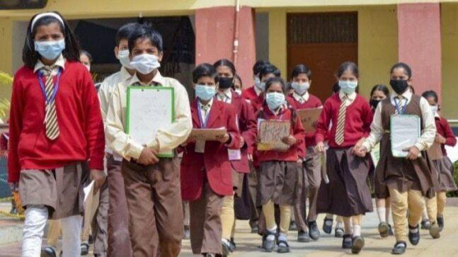 शिक्षा मंत्रालय ने Covid-19 के बीच स्कूलों को फिर से खोलने के लिए दिशानिर्देश जारी किए