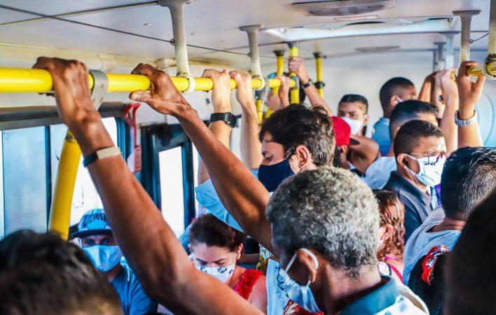 Resultado de imagem para ônibus de São Luis lotado